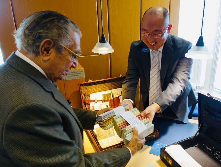 Dr. Chrys Chryssanthou presents Citibank memorabilia to his Citigold personal banker.